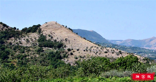 圣塔阿加塔金字塔山,意大利