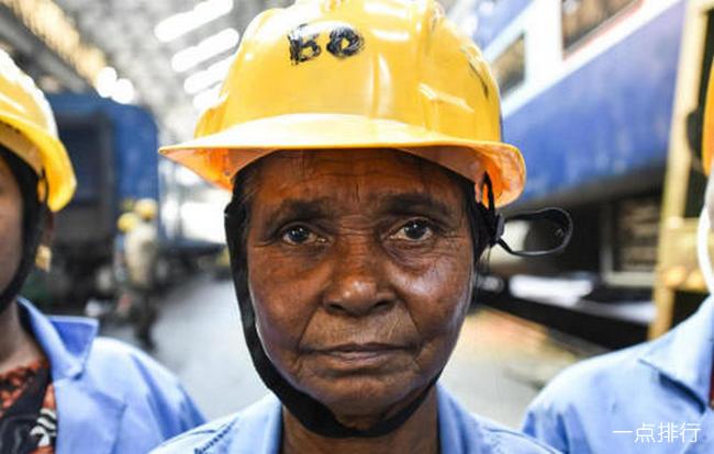 印度火车热死乘客 50度高温未装空调