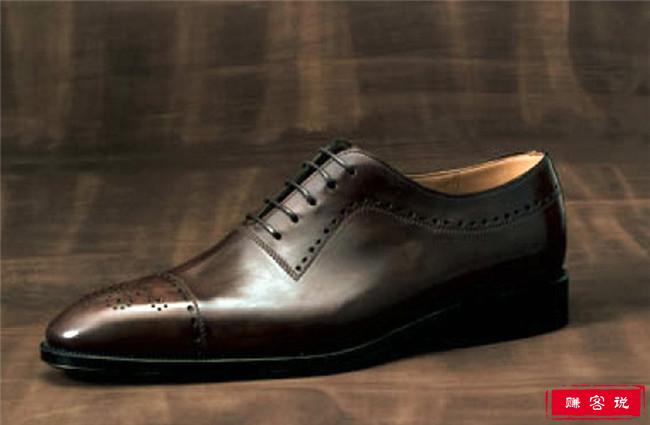 世界上最贵的皮鞋top10 第一名镶嵌了14,000颗钻石