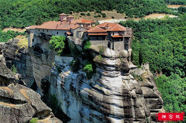 世界十大最令人惊叹的修道院 中国的甘丹寺和悬空寺均上榜