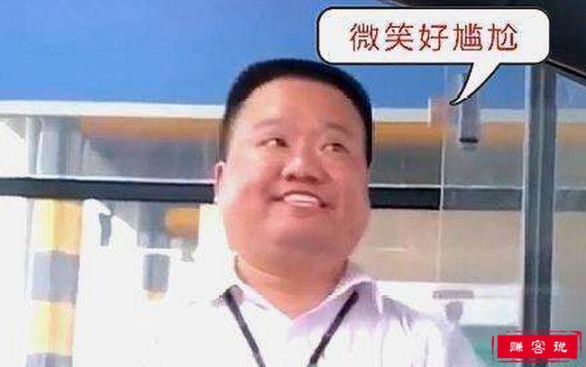 高速收费员假笑 史上最尬微笑爆红网络