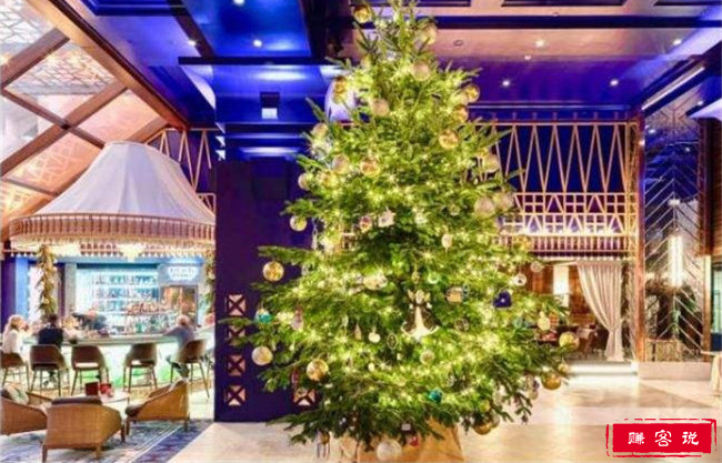 全球最贵圣诞树 价值1190万英镑树上缀满钻石和宝石