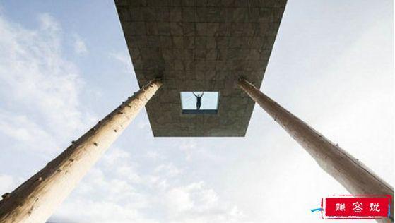 世界上最可怕的游泳池,悬空近13米且透明的意大利游泳池