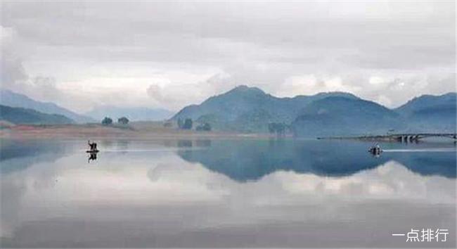 """中国十大最美小城市 四川稻城被称作""""地球上最后一块净土"""""""