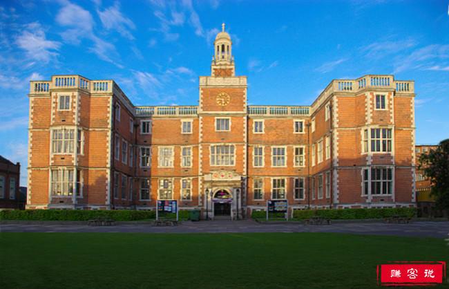 2018年英国纽卡斯尔大学世界排名 留学费用