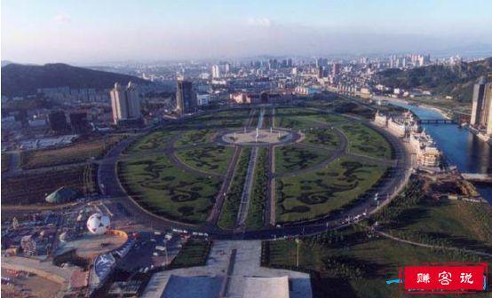 世界上最大的城市广场,星海广场占地面积达176万平方米