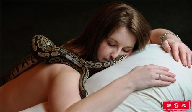 世界十大奇怪的水疗护理 不仅有蛇按摩还有胎盘护理