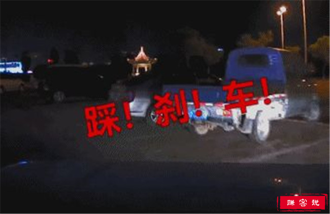 妻子起步连撞5车 丈夫吓到酒醒惊叫连连