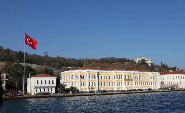 土耳其海峡大学