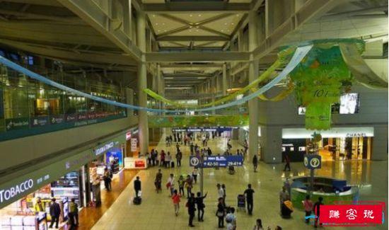 全球最大的机场,候机厅为购物商场的迪拜国际机场