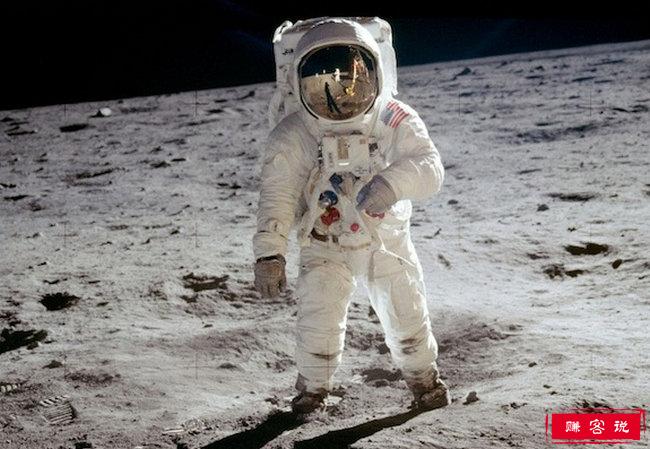 第一个登上月球的人 阿姆斯特朗开启了太空探索的新时代
